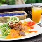 オーシャンビューと野菜たっぷりの食事を楽しもう 島野菜カフェリハロウビーチ