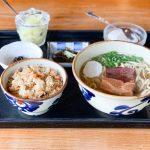 登録有形文化財の古民家で食べる沖縄そば しむじょう